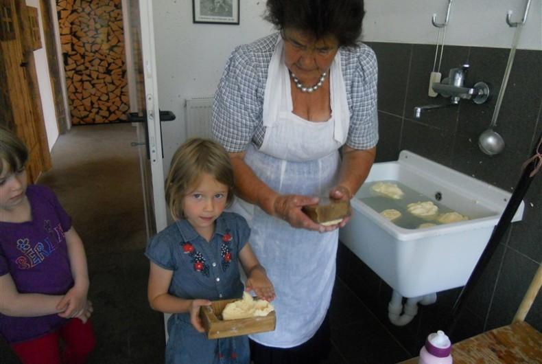 Urlaub am Bauernhof Buttermachen