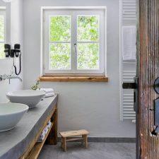 Ramsbergerhof Badezimmer mit Altholz